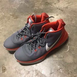 NIKE BASKETBALL SHOES. BARELY USED! MENS SIZE 10